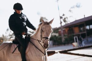 How to stay safe riding horses